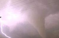 Het Klokhuis - Bart is in Amerika en mag mee gaan jagen op tornado filmpjes