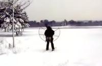 Jeugdjournaal - Skiën met een grote propeller op je rug
