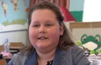 Jeugdjournaal - Lotte is bijna blind en laat haar klas zien hoe dat is