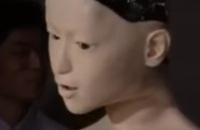 Menselijke robot in de maak filmpjes