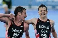 Paralympics - Triatlonbroers helpen elkaar