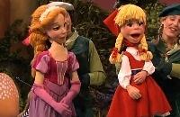 Assepoester en Roodkapje zingen het Prinsessenlied