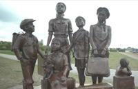 Jeugdjournaal - Klas herdenkt Tweede Wereldoorlog bij eigen monument