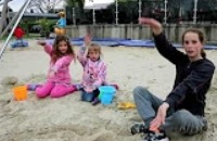 Kinderen dansen op Haai alarm. van Kinderen voor Kinderen voor Zapp Your Planet
