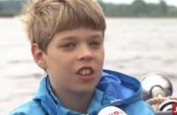 Jeugdjournaalbus - Kinderen helpen de boswachter